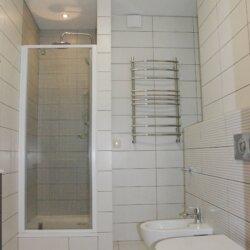 без ванной, только душ