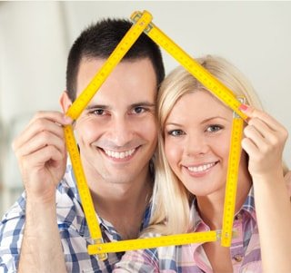 мужчина и женщина после ремонта квартиры в Киеве