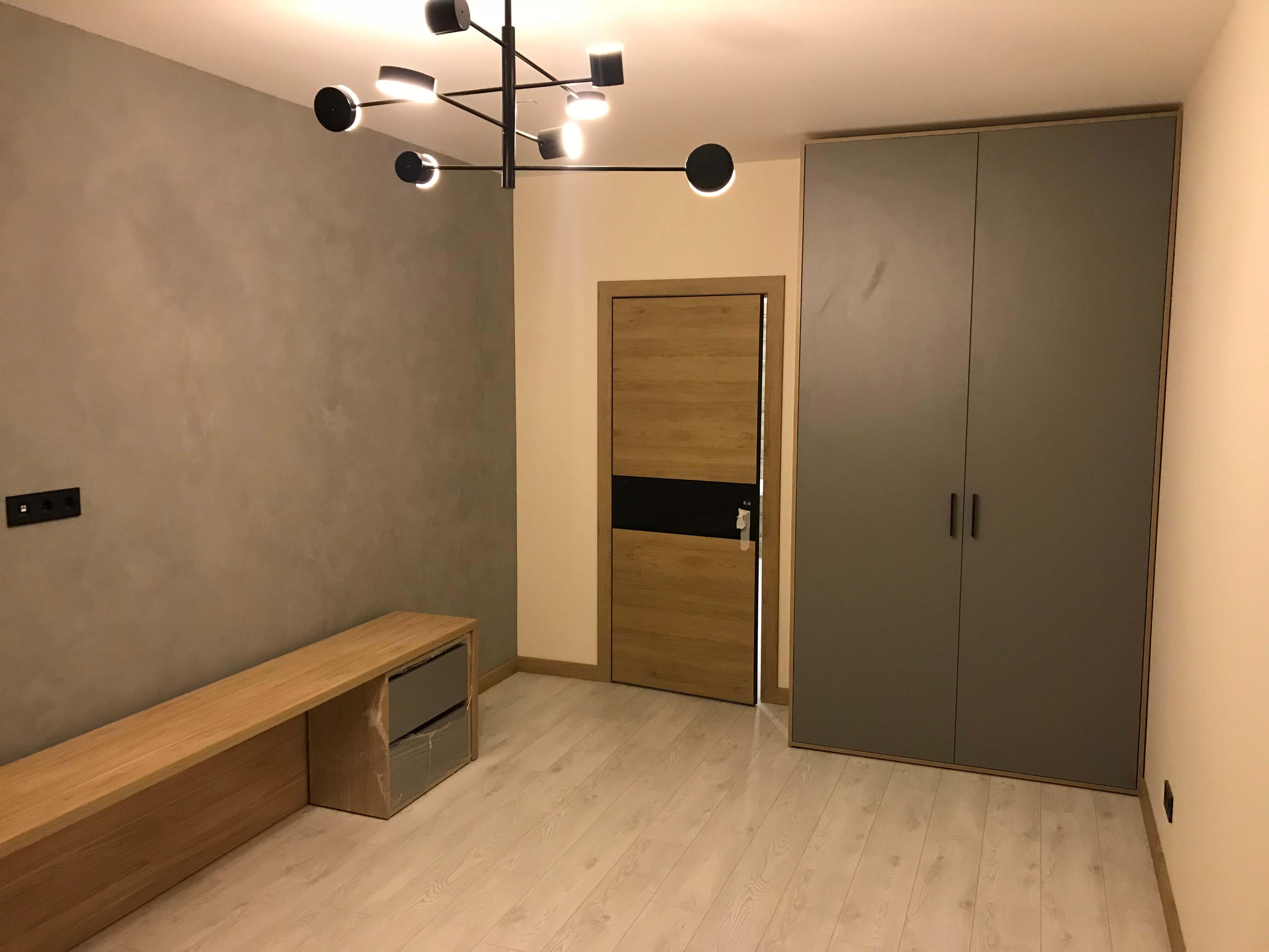комната с уже готовым ремонтом и мебелью