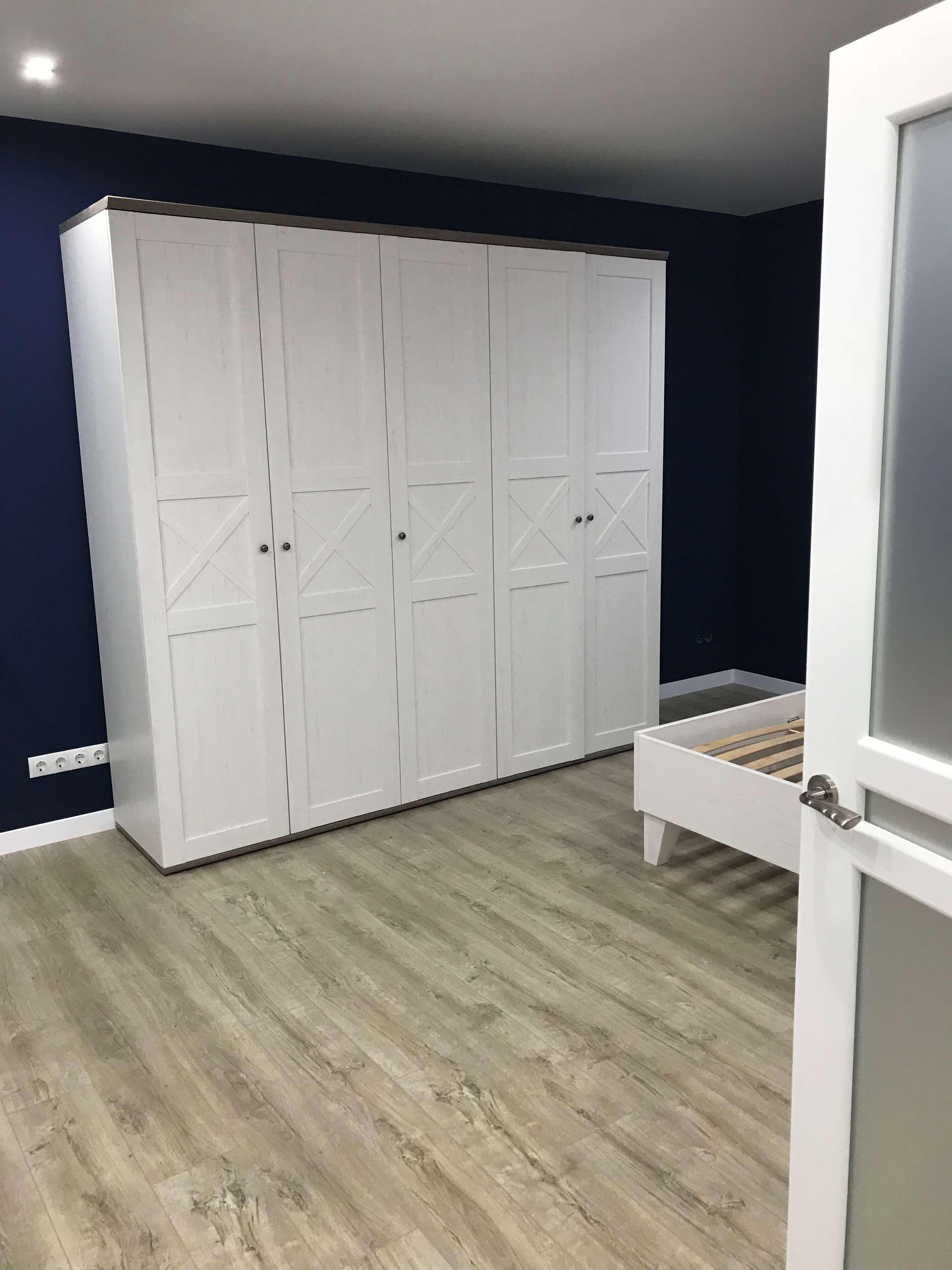 шкаф в спальной