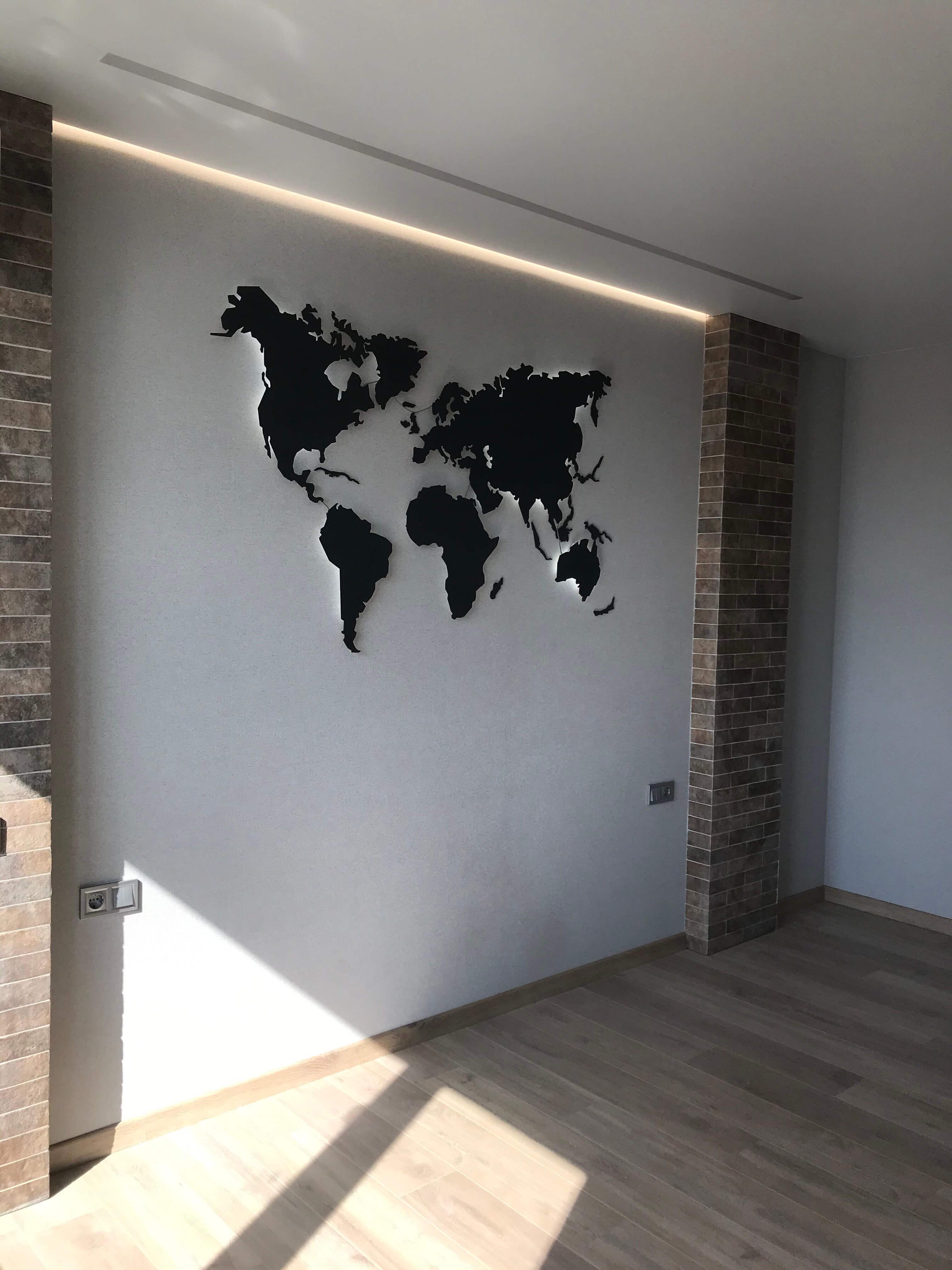 декоративная карта на стене