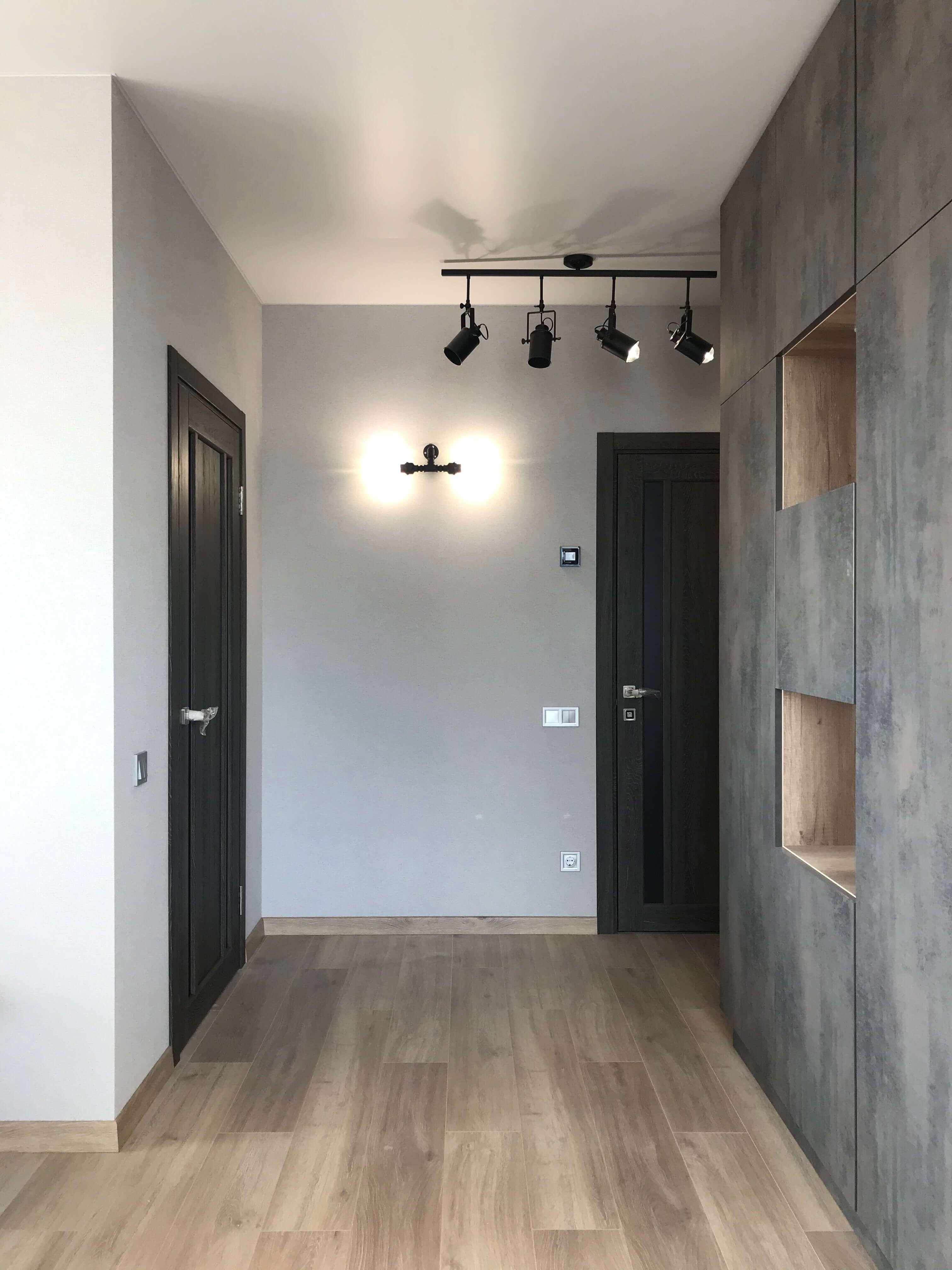 коридор с нишами в лофте жк варшавский