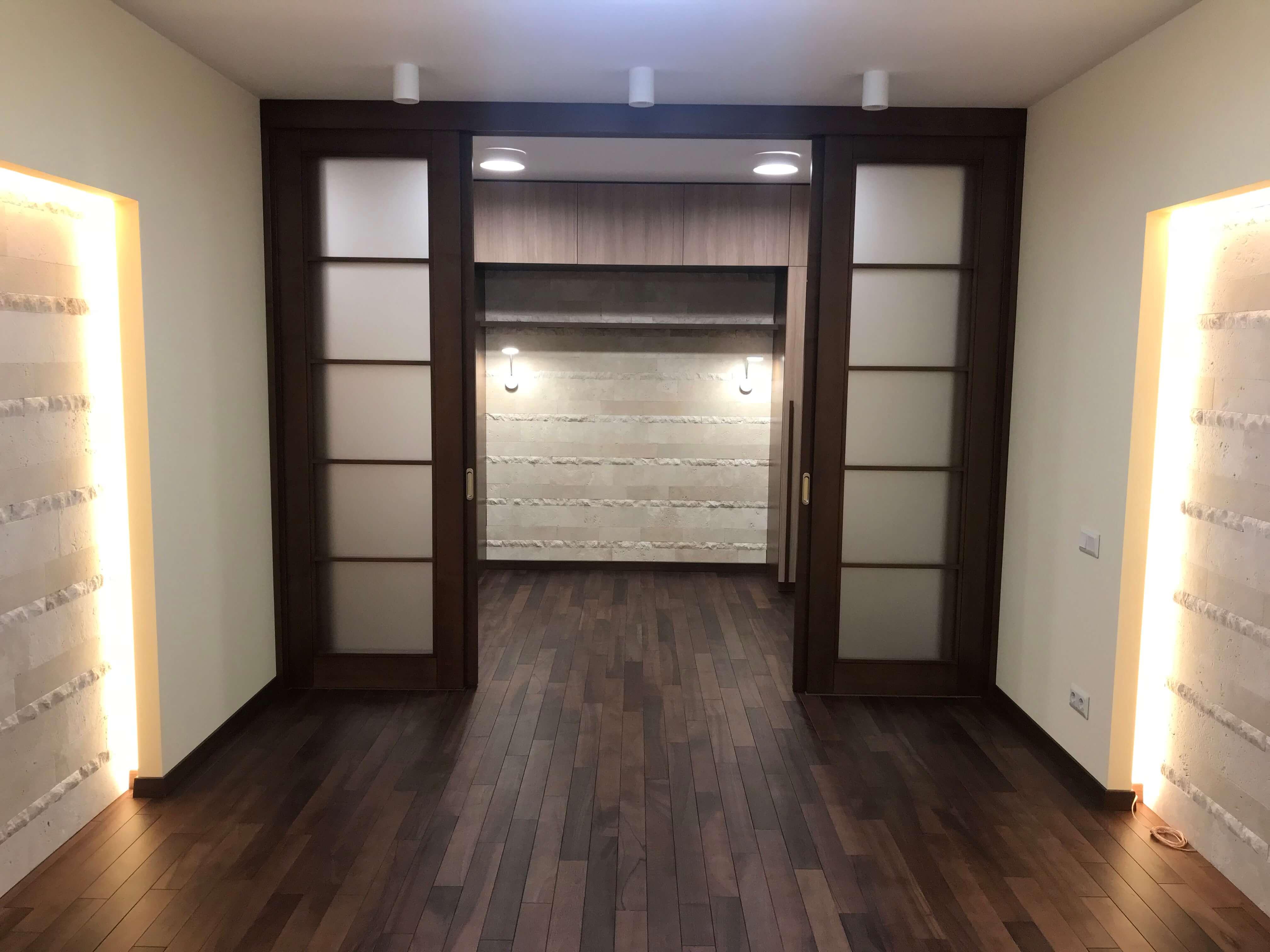 раздвижные двери и подсветка