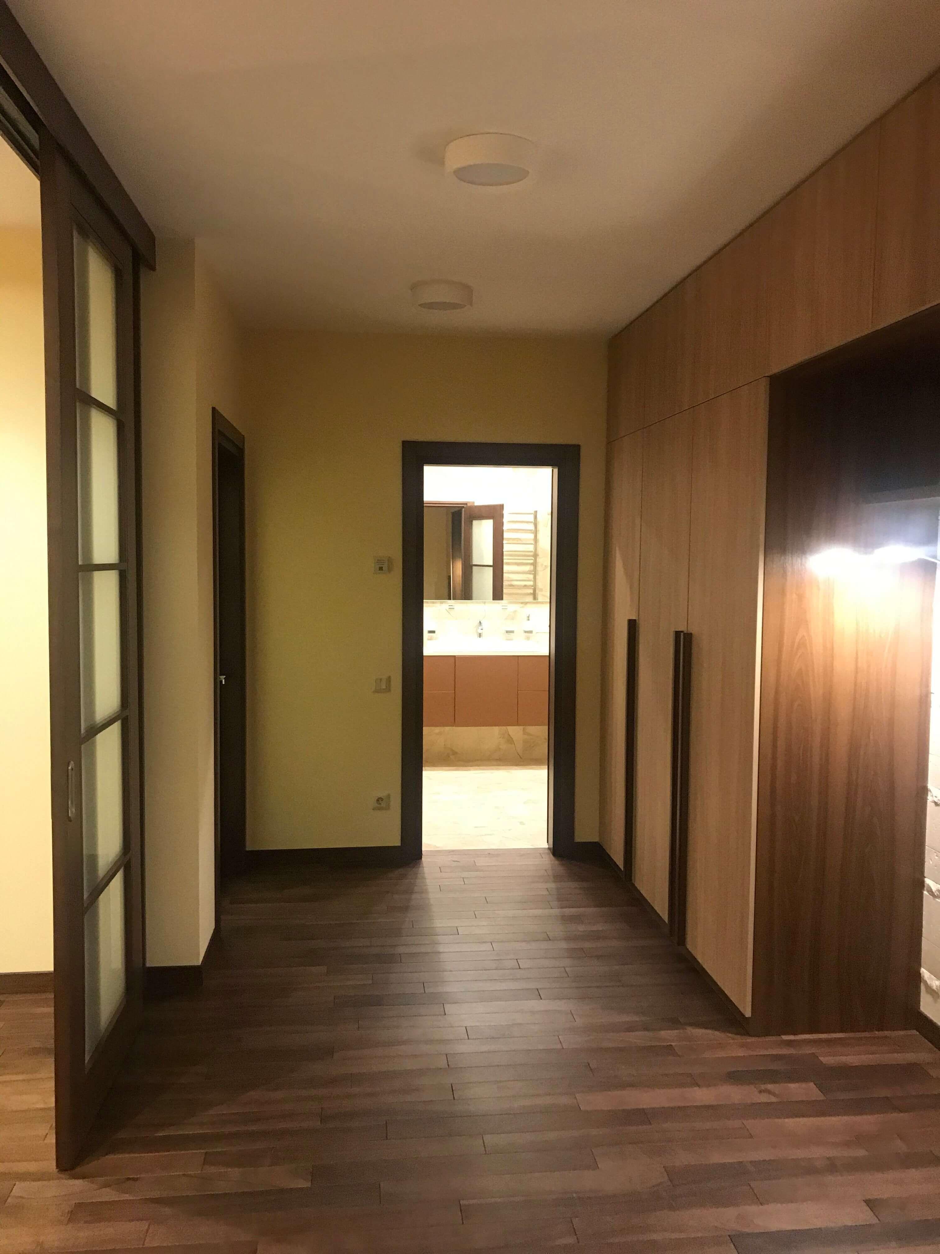 коридор после ремонта квартиры в ЖК Венеция