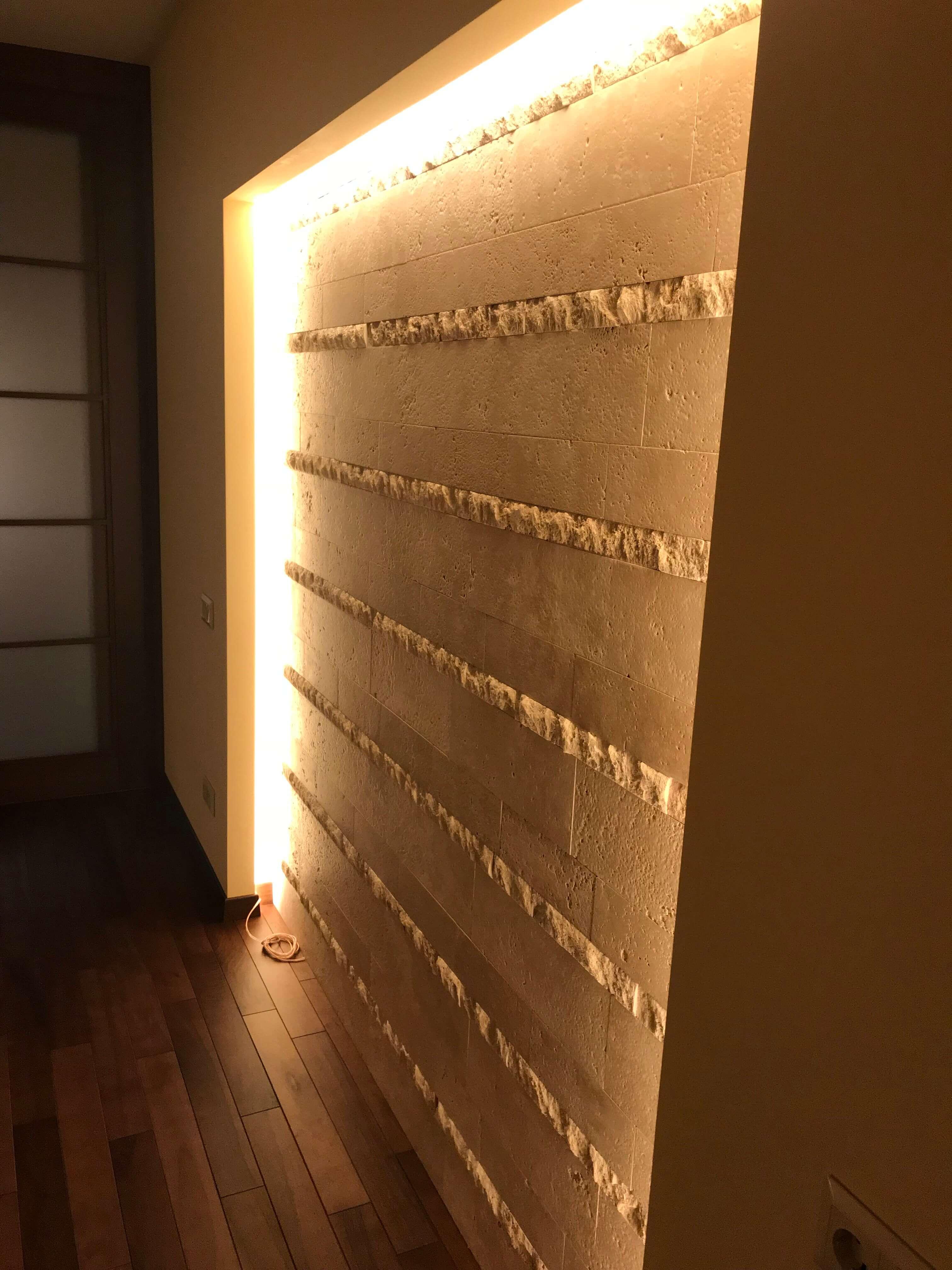 стена с нишей и подсветкой
