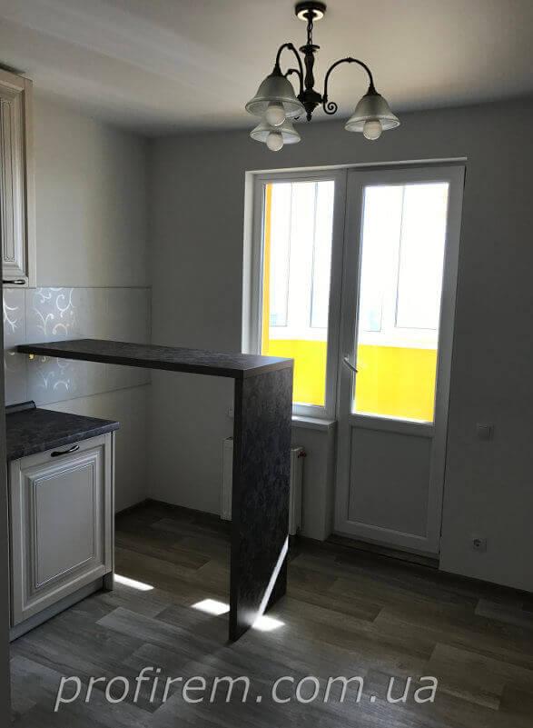 Выход на застекленный балкон из кухни