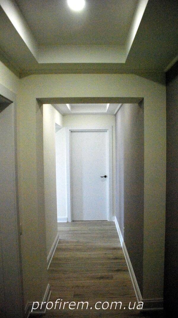 коридор с отделкой из гипсокартона на Русановке