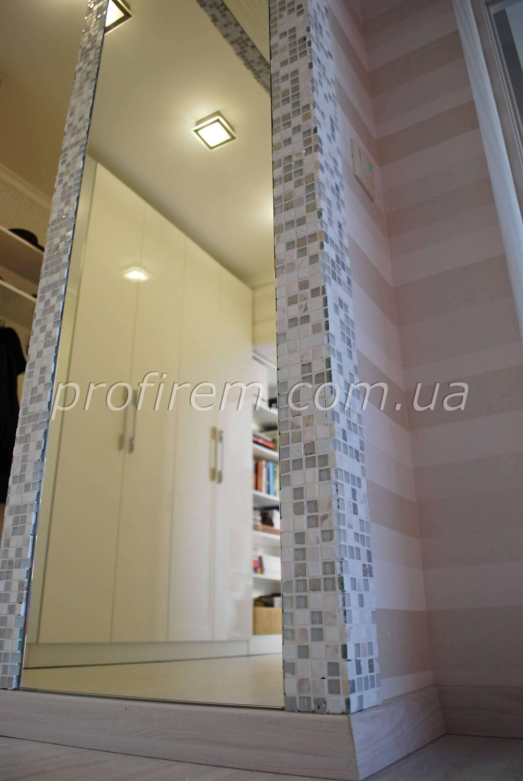 Фотография зеркала коридора