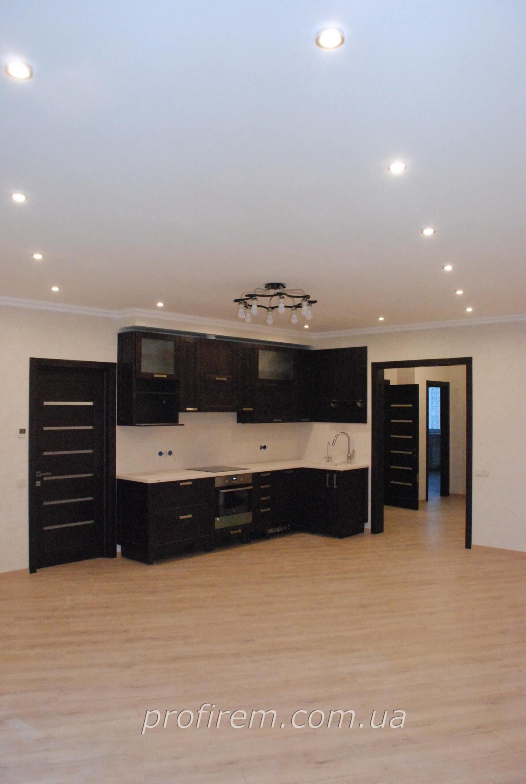 кухонная мебель в очень большой кухне