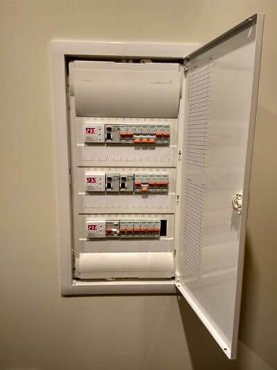 нужно проверить качество электрики