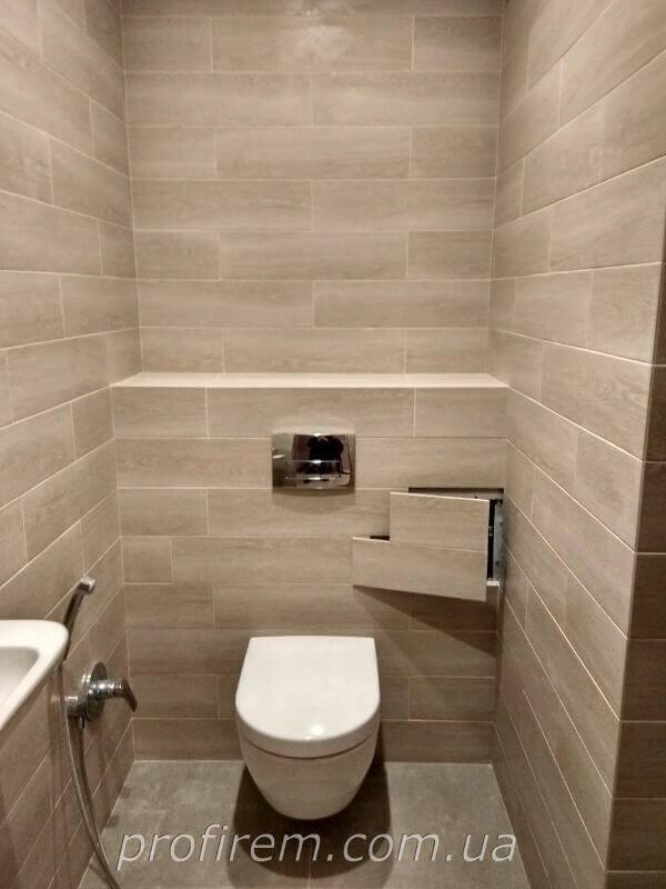 Ревизийный люк в туалете