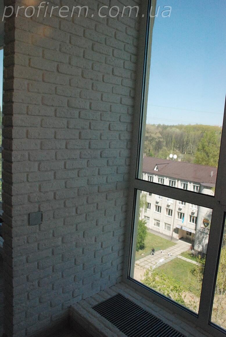 отделка стены - под серый кирпич
